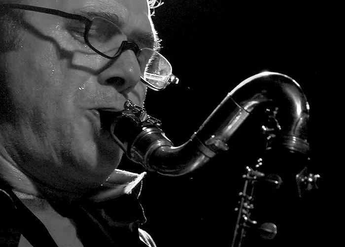 Hans Koch (Suíça) em apresentação solo no Estúdio Fita Crepe /SP